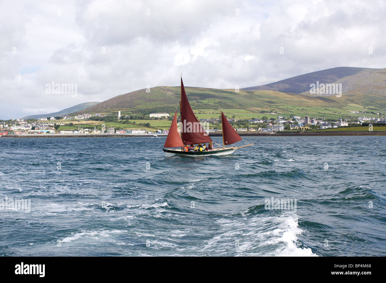 A sailing boat in Dingle harbour, County Kerry in the Republic of Ireland - Stock Image