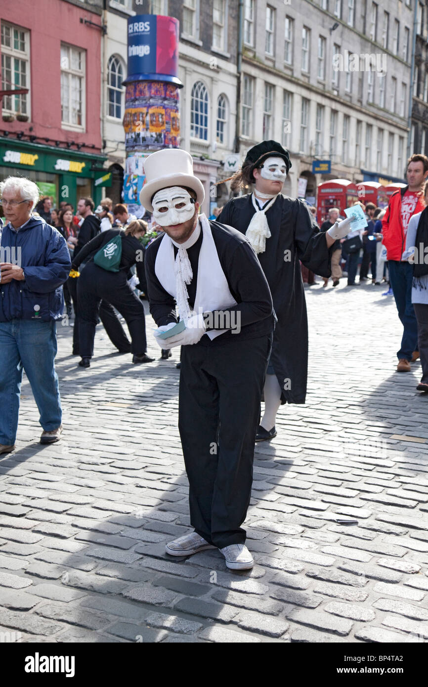 Actors promoting their play, Rapacinni's Daughter in the Royal Mile / High Street as part of Edinburgh Festival - Stock Image