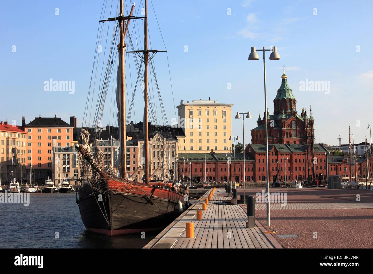 Finland, Helsinki, harbour, Uspenski Orthodox Cathedral, - Stock Image