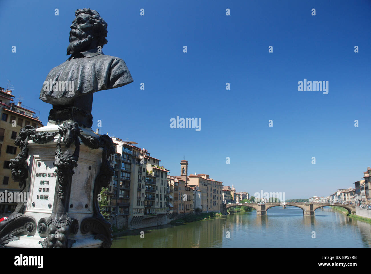 Statue of Benvenuto Cellini on Ponte Vecchio Bridge, Florence, Italy. - Stock Image