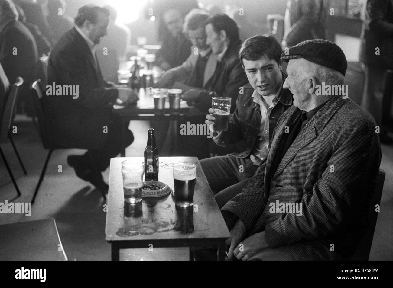Men having a lunch time drink Glasgow Pub Scotland 1979. HOMER SYKES - Stock Image