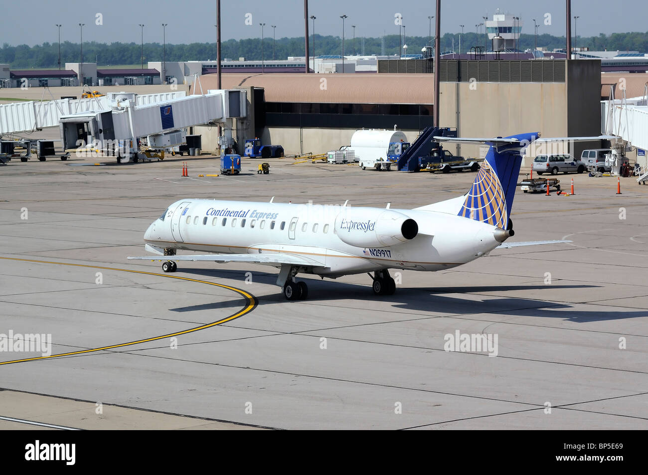 Airplane taxiing from the terminal at Cincinnati/Northern Kentucky International Airport - Stock Image