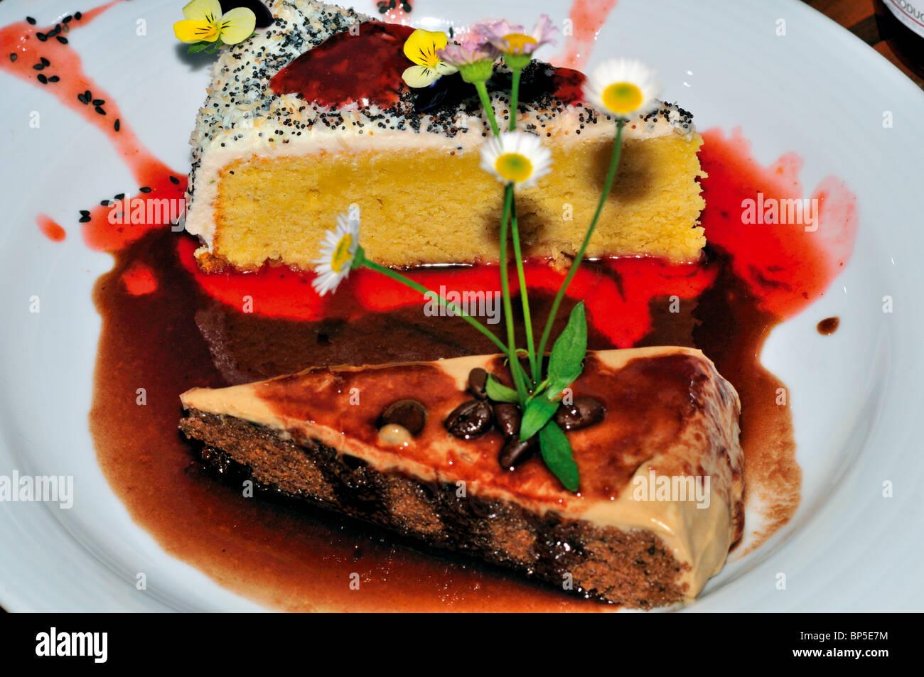 Portugal: Lemon and Carob Bean cakes in the restaurant Cor de Tangerina in Guimaraes - Stock Image