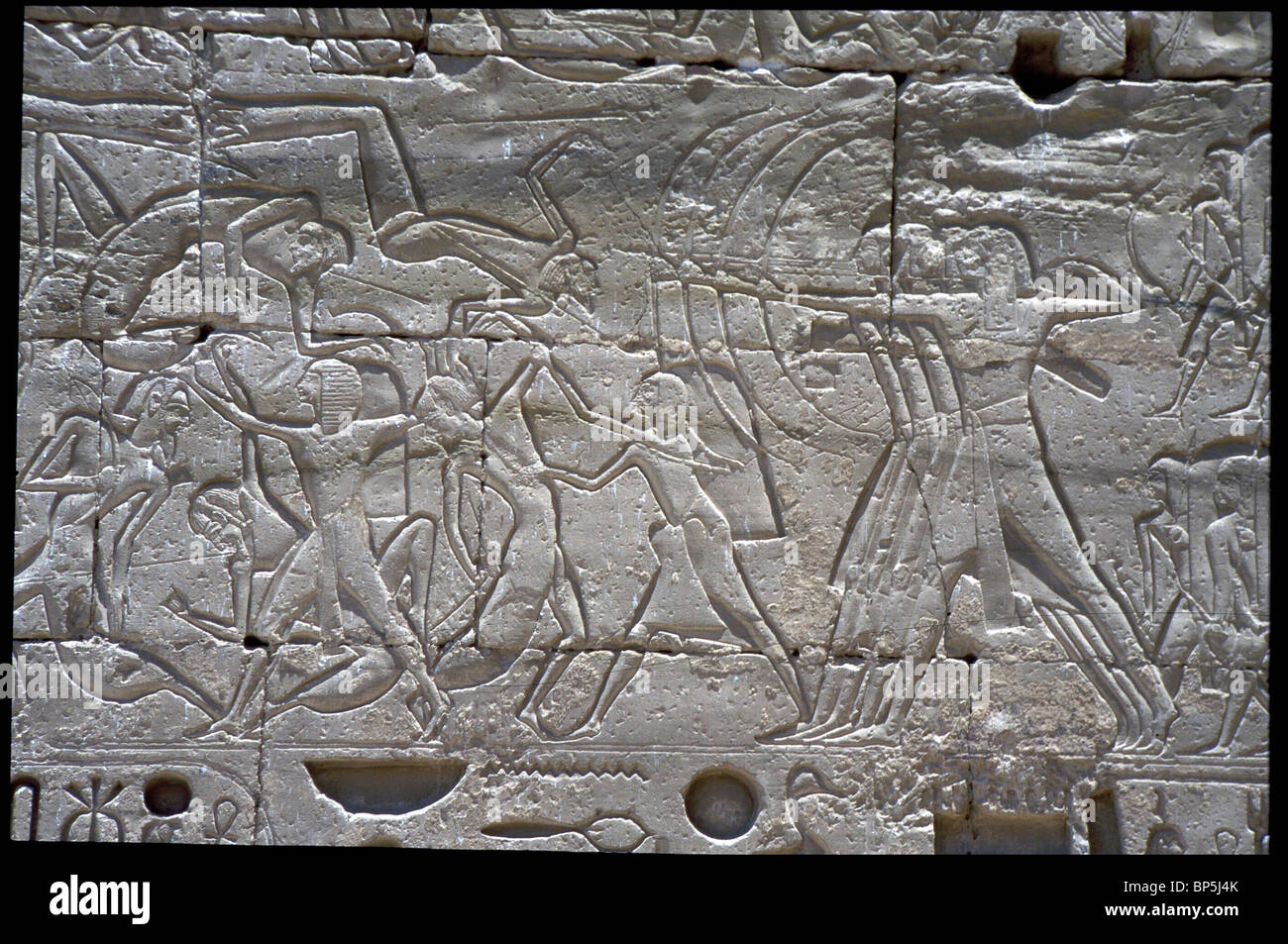 3553. BATTLE SCENE; CONQUEST OF A SYRIAN CITY. RELIEF FROM THE RAMSEUM, THE TEMPLE OF PHAROH RAMSES II (1301 - 1234 - Stock Image