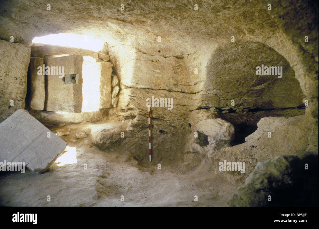 4012. ENTRANCE TO A BYZANTINE PERIOD BURIAL CAVE IN SAMARIA - Stock Image