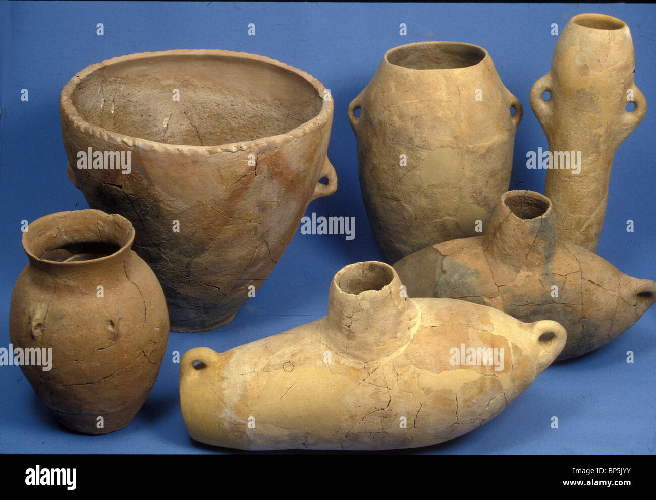 4383. GILAT, CHALCOLITHIC PERIOD POTTERY, TWO CHURNS (FRONT) AND LARGE CONTAINERS, C. 4TH. MILLENIUM BC - Stock Image