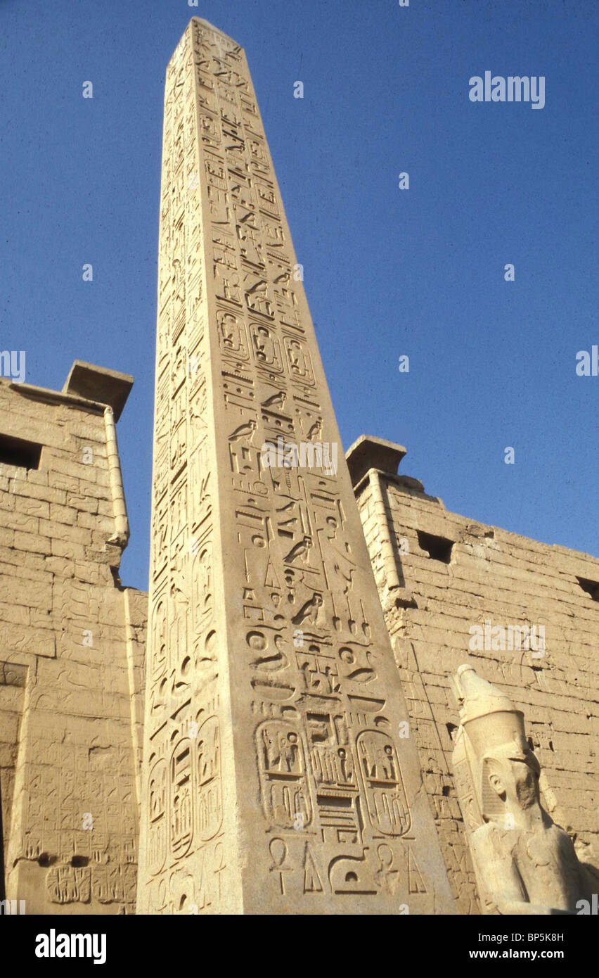 4885. HIEROGLYPHIC INSCRIPTION ON THE OBELISK AT THE ENTRANCE TO THE GREAT TEMPLE IN LUXOR - Stock Image