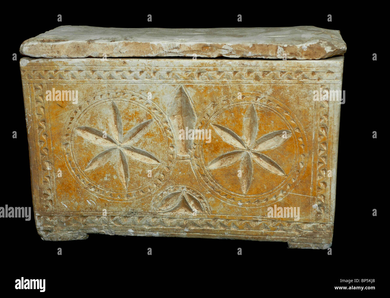 5267. Decorated ossuary from a rock carved Jewish family tomb found near Jerusalem, dating C. 1st. C. AD - Stock Image