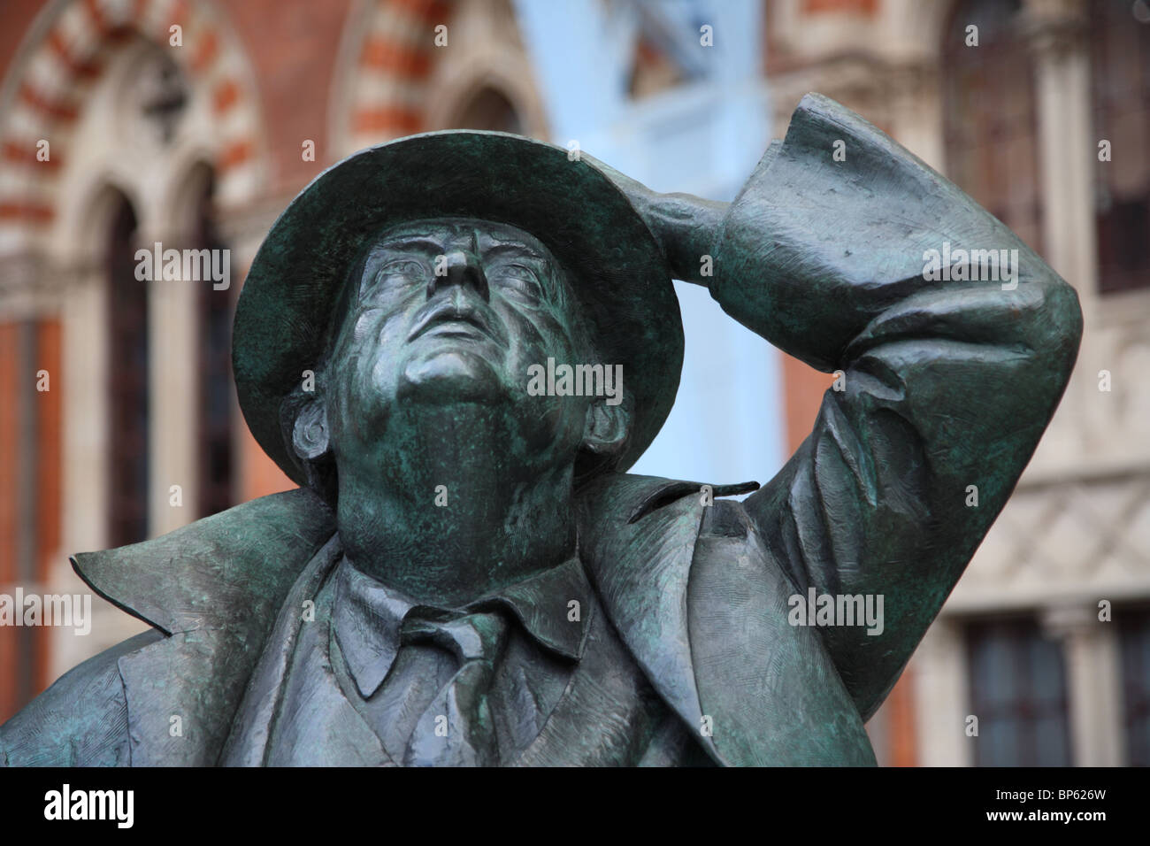 John Betjeman's Sculpture at St Pancras Station, Camden, London, NW1. - Stock Image