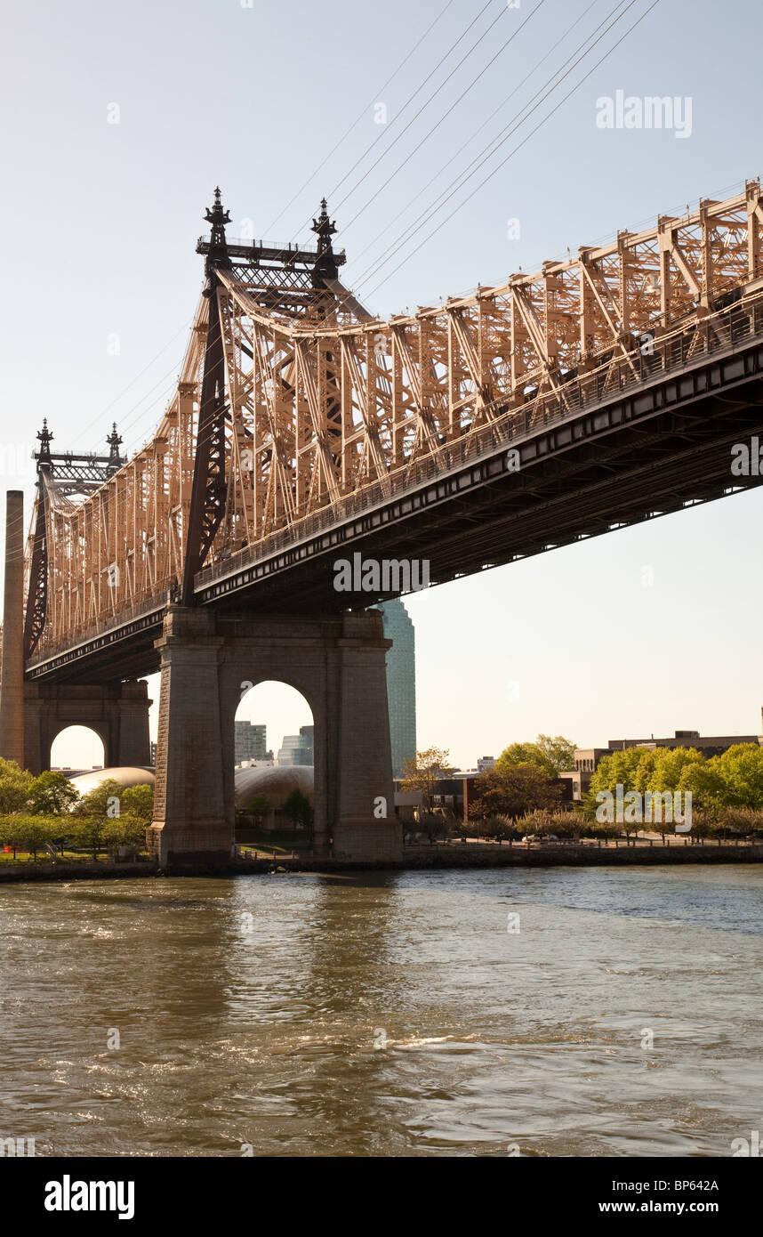 Queensboro Bridge and Roosevelt Island, NYC - Stock Image