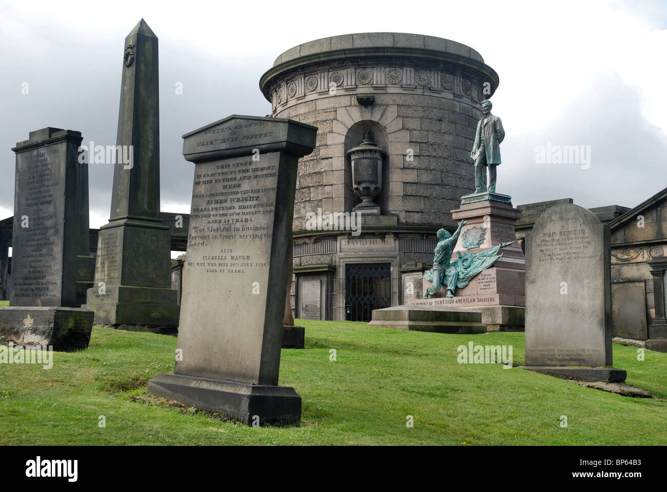 Old Calton Burial Ground, including the tomb of David Hume and memorial to Scottish-Americans who fought in the Stock Photo