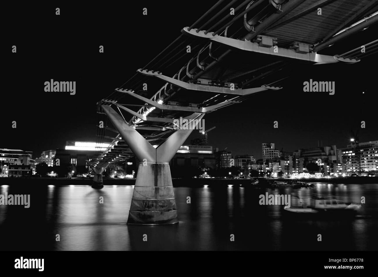 Millennium bridge at night, London - Stock Image