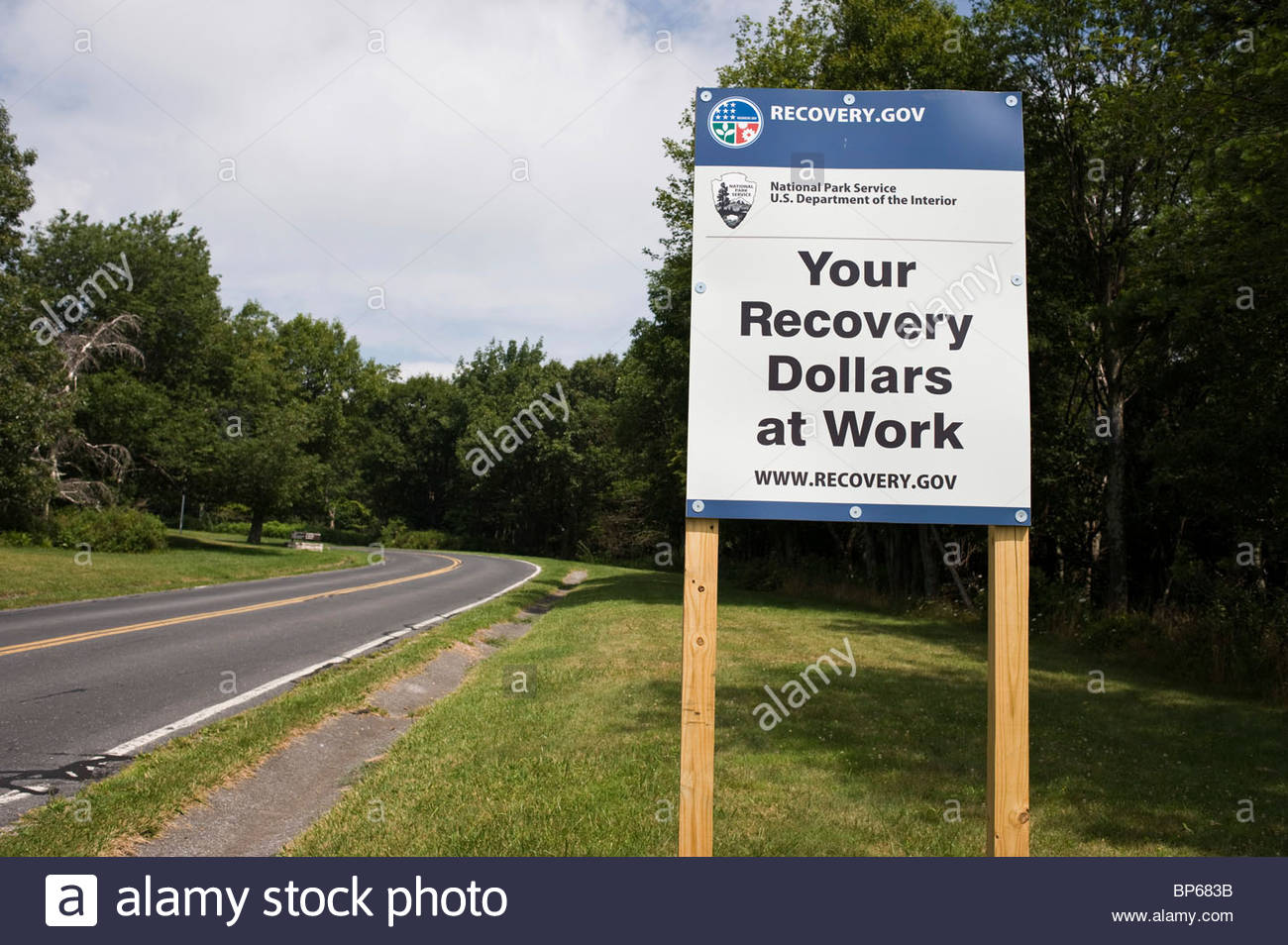 Government sign promoting US Federal Government economic recovery programme in the Shenandoah National Park, Virginia. - Stock Image