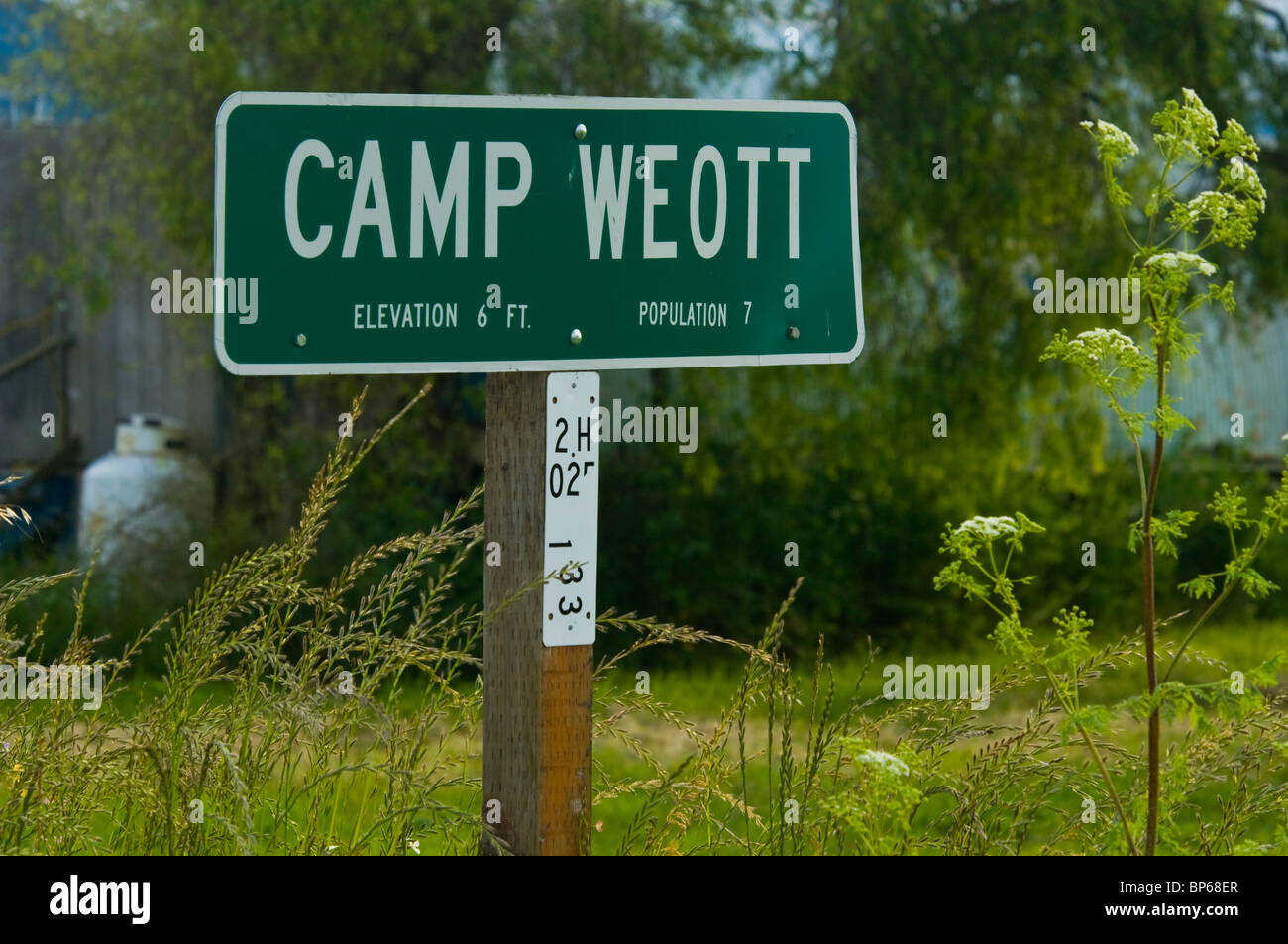 CAMP WEOTT Town population and elevation sign, near Ferndale, California - Stock Image