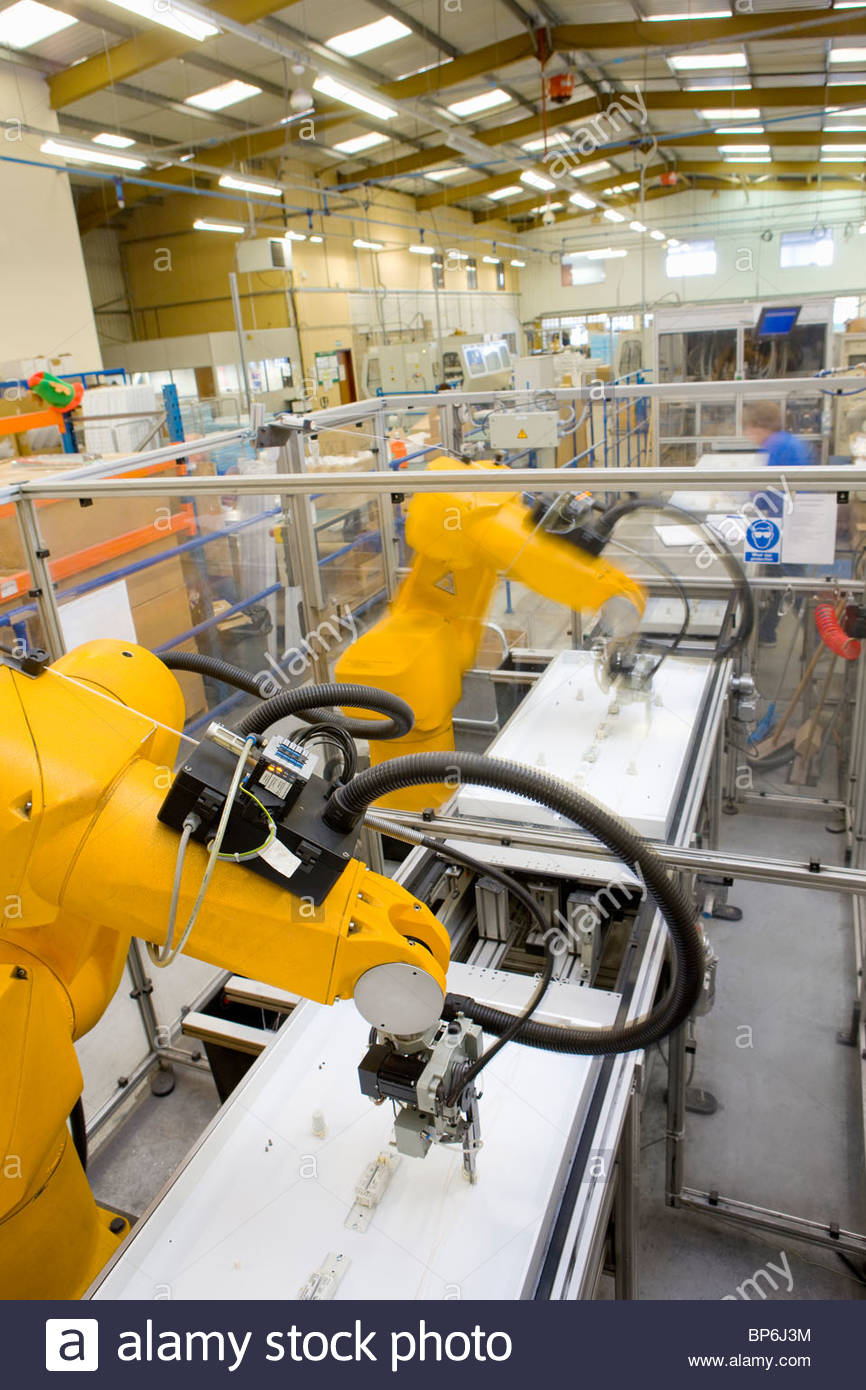 Robotic arms working on factory assembly line - Stock Image