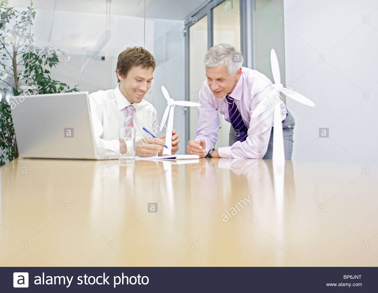 Two businessmen discussing wind turbine technology - Stock Image