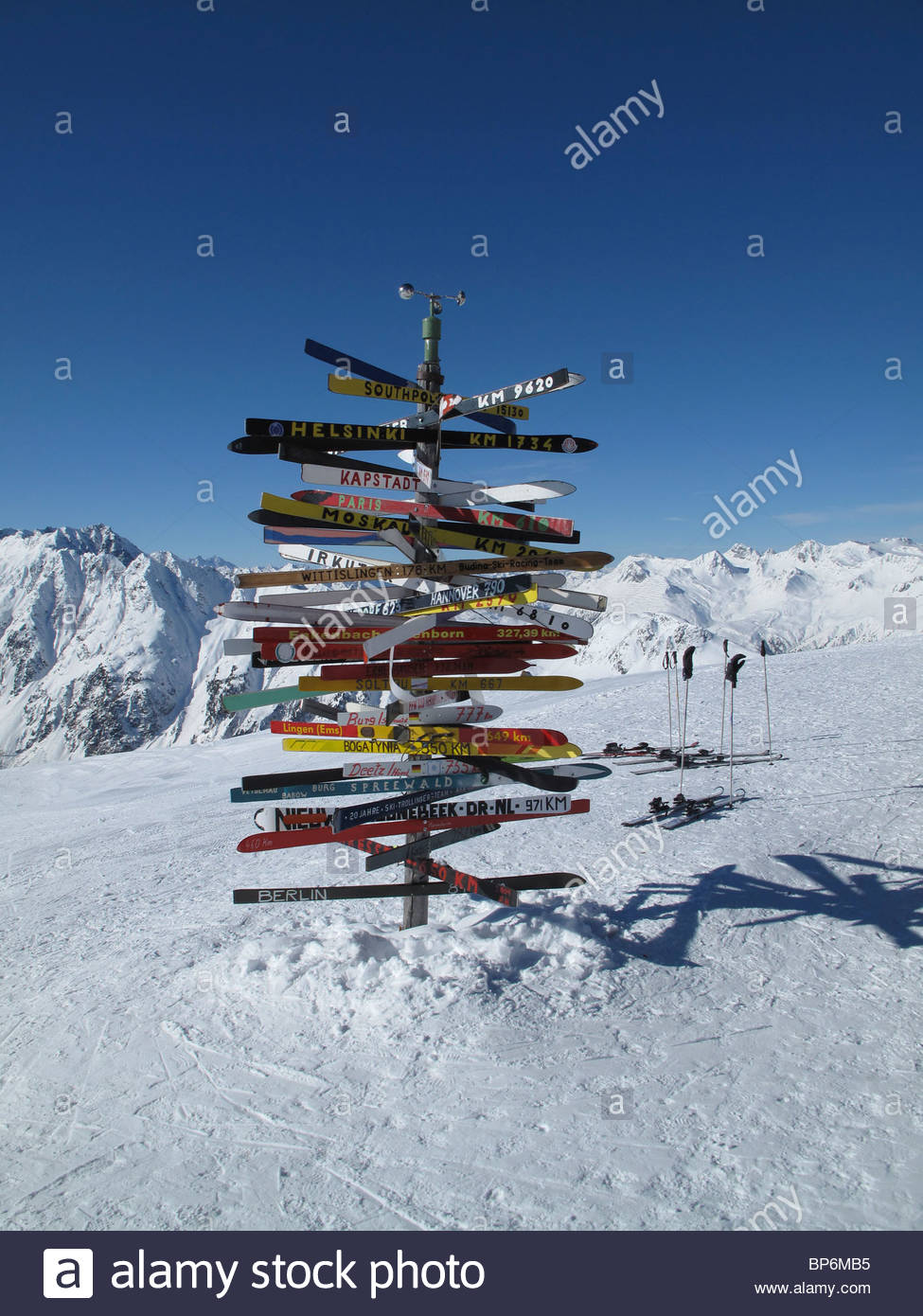 Colorful signs in snow at Fimbatal, the border between Switzerland and Austria, Ischgl - Stock Image