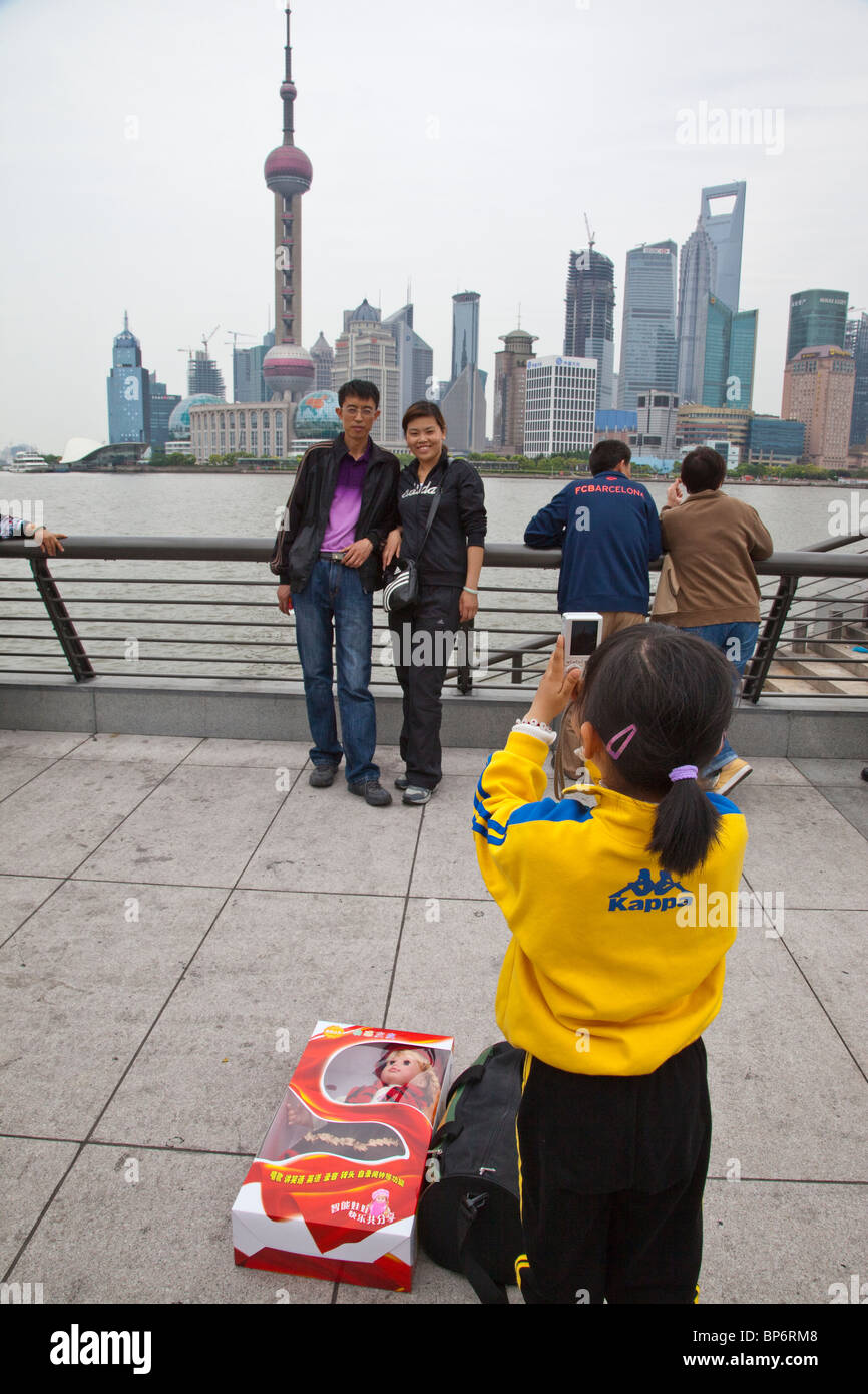 Chinese girl taking a picture of her parents in Shanghai, China - Stock Image