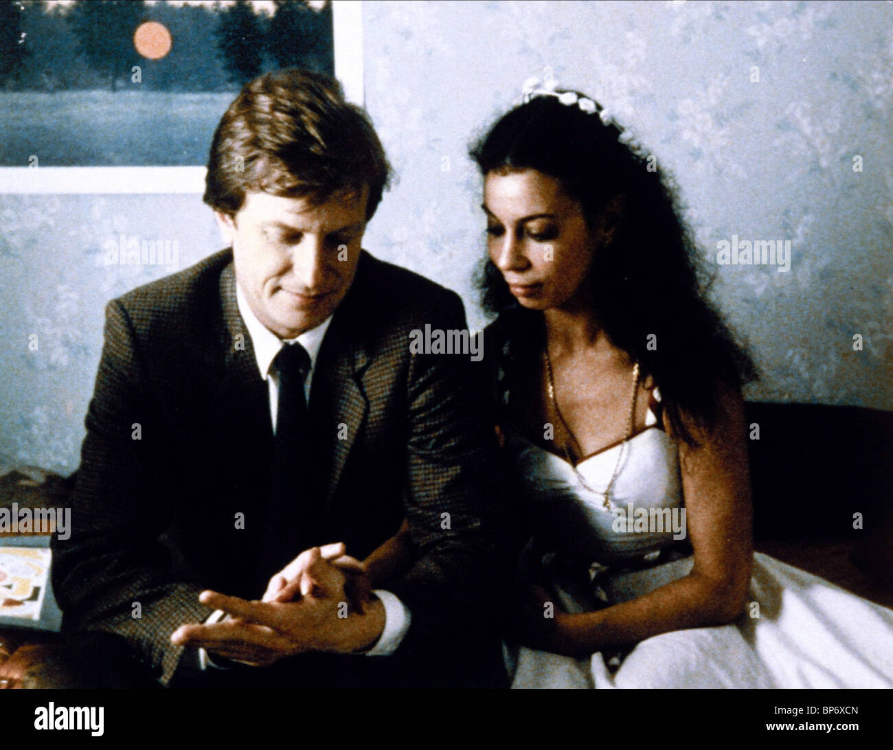 ANDRE DUSSOLLIER & BEATRICE ROMAND LE BEAU MARIAGE; A GOOD MARRIAGE (1982) - Stock Image