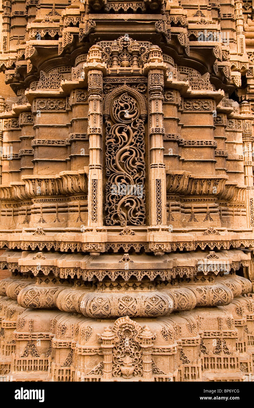 Detail from the carving on Rupavati's Mosque in Ahmedabad, Gujarat, India. - Stock Image