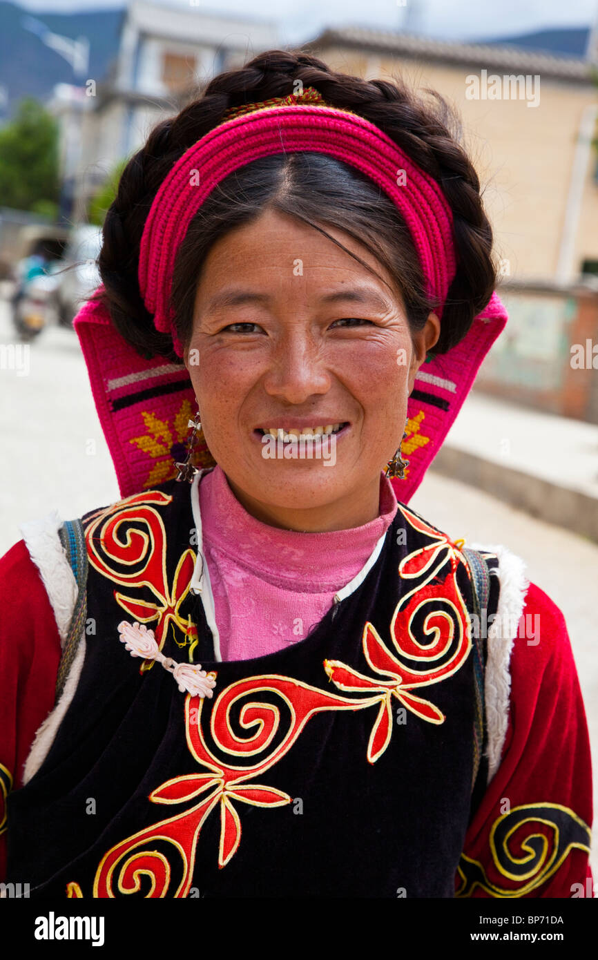 Ethnic minority woman on market day in Shaxi Village, Yunnan Province, China - Stock Image