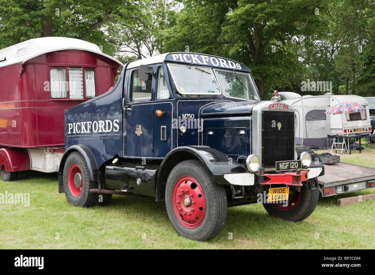 1952 Scammell type 20 ballast box tractor with Pickfords naming - Stock Image