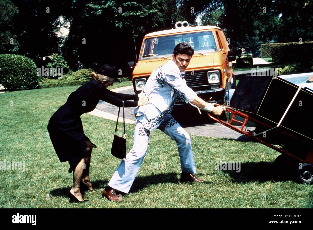 CLORIS LEACHMAN, RICHARD BENJAMIN, SCAVENGER HUNT, 1979 Stock Photo - Alamy