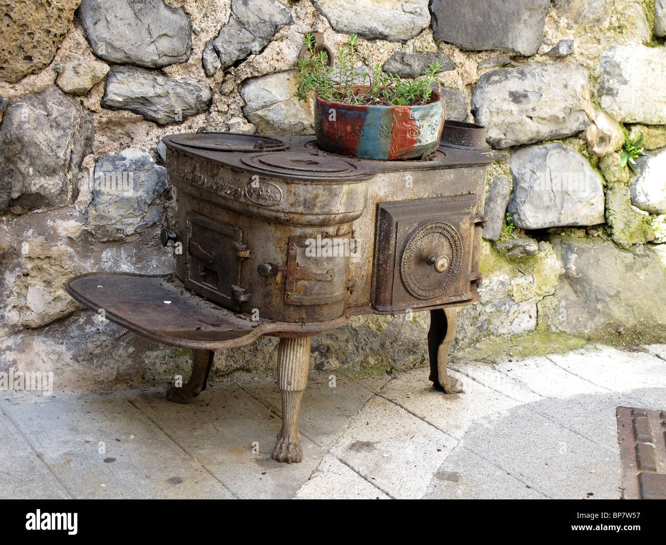 Rusty old stove - Stock Image