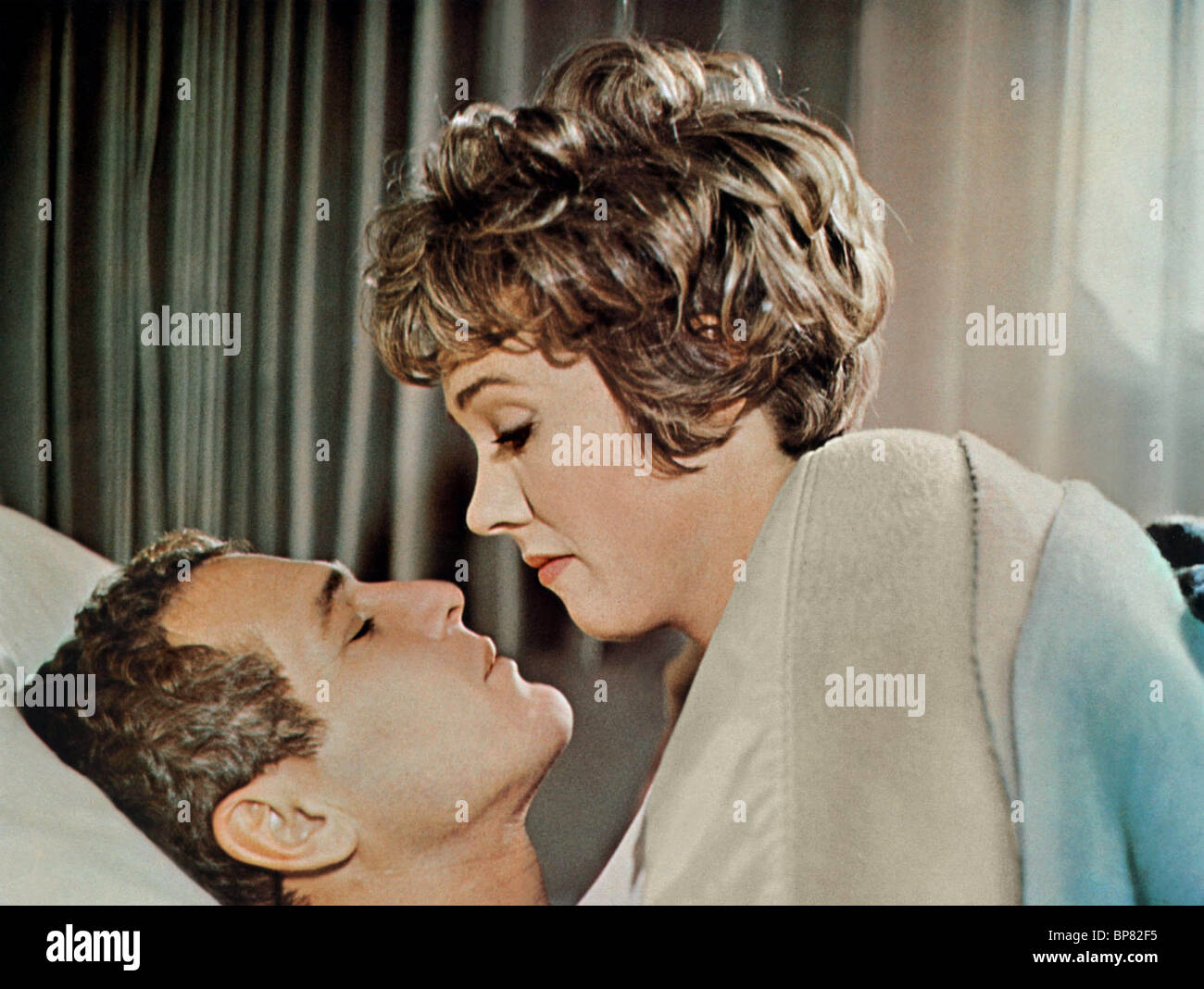 PAUL NEWMAN, JULIE ANDREWS, TORN CURTAIN, 1966 - Stock Image