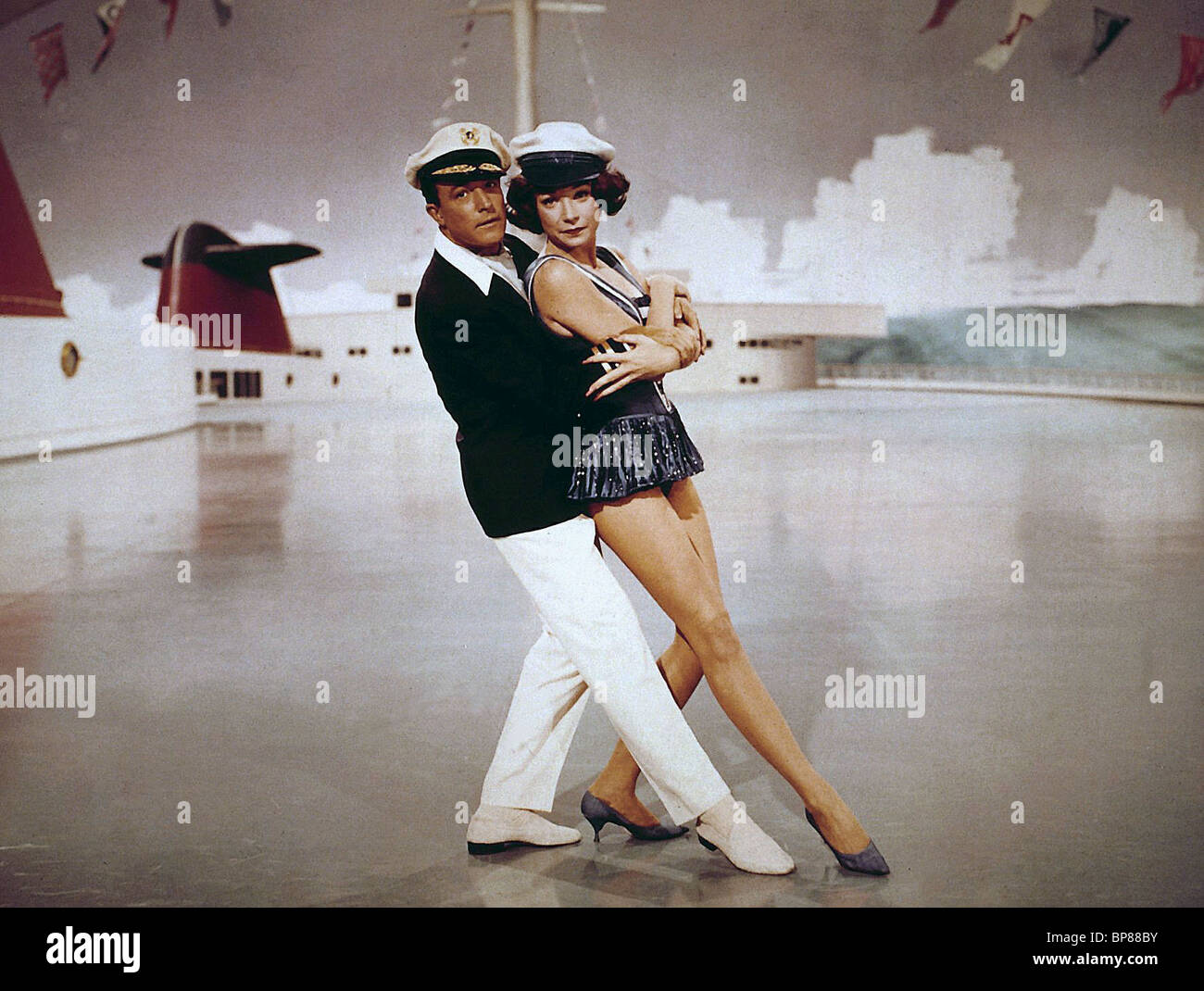 GENE KELLY, SHIRLEY MACLAINE, WHAT A WAY TO GO, 1964 Stock ... What A Way To Go Shirley Maclaine Gene Kelly