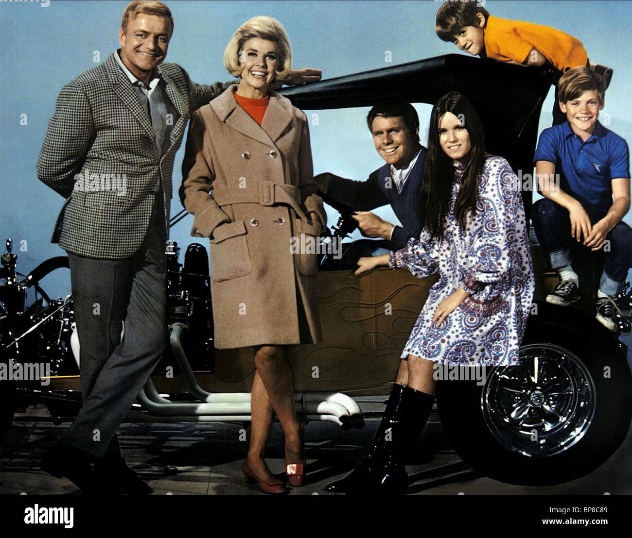 BRIAN KEITH DORIS DAY JOHN FINDLATER BARBARA HERSHEY RICHARD S. STEEL JIMMY BRACKEN WITH SIX YOU GET EGGROLL (1968) Stock Photo