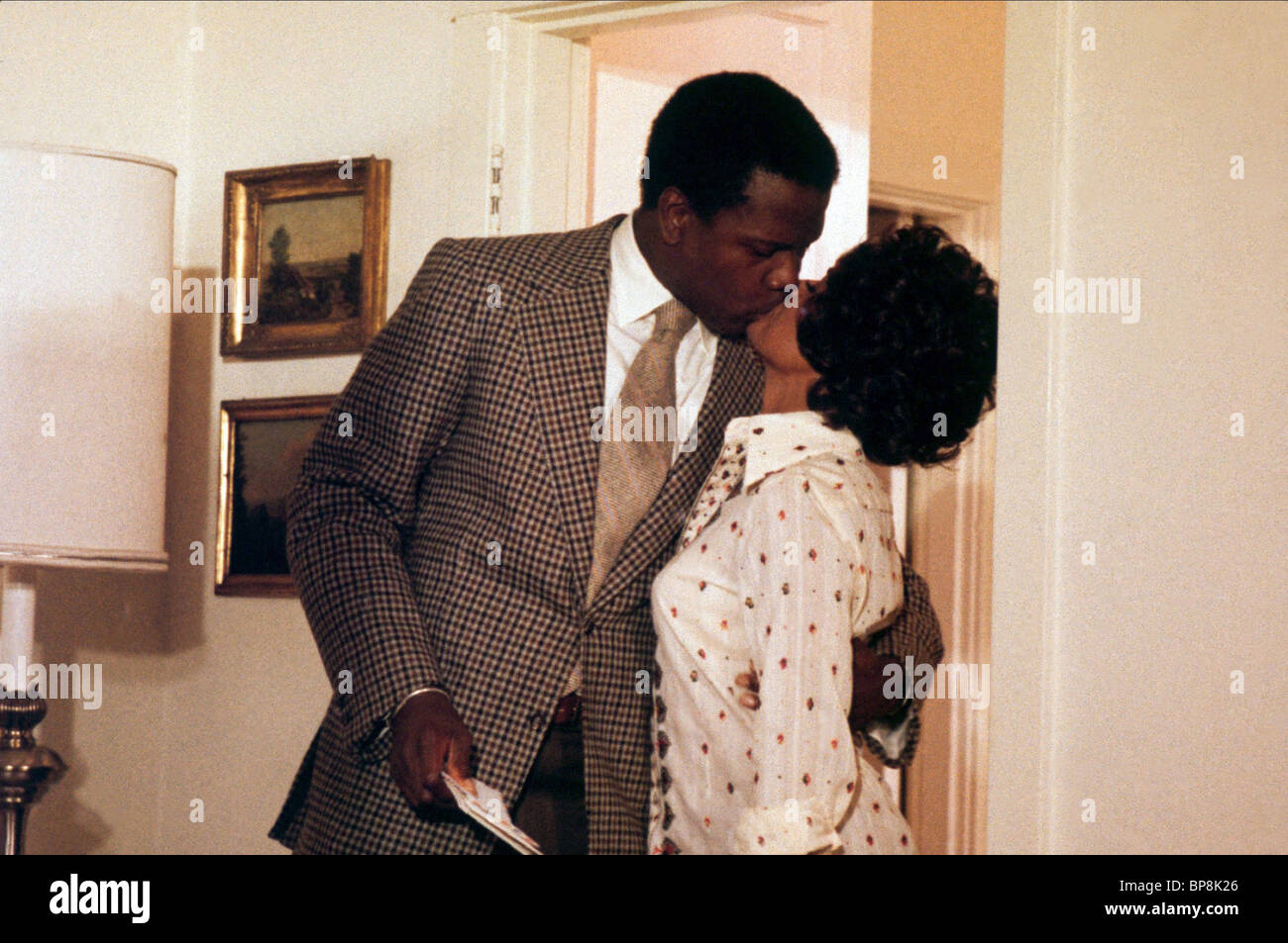 SIDNEY POITIER & BARBARA MCNAIR THE ORGANIZATION (1971) - Stock Image