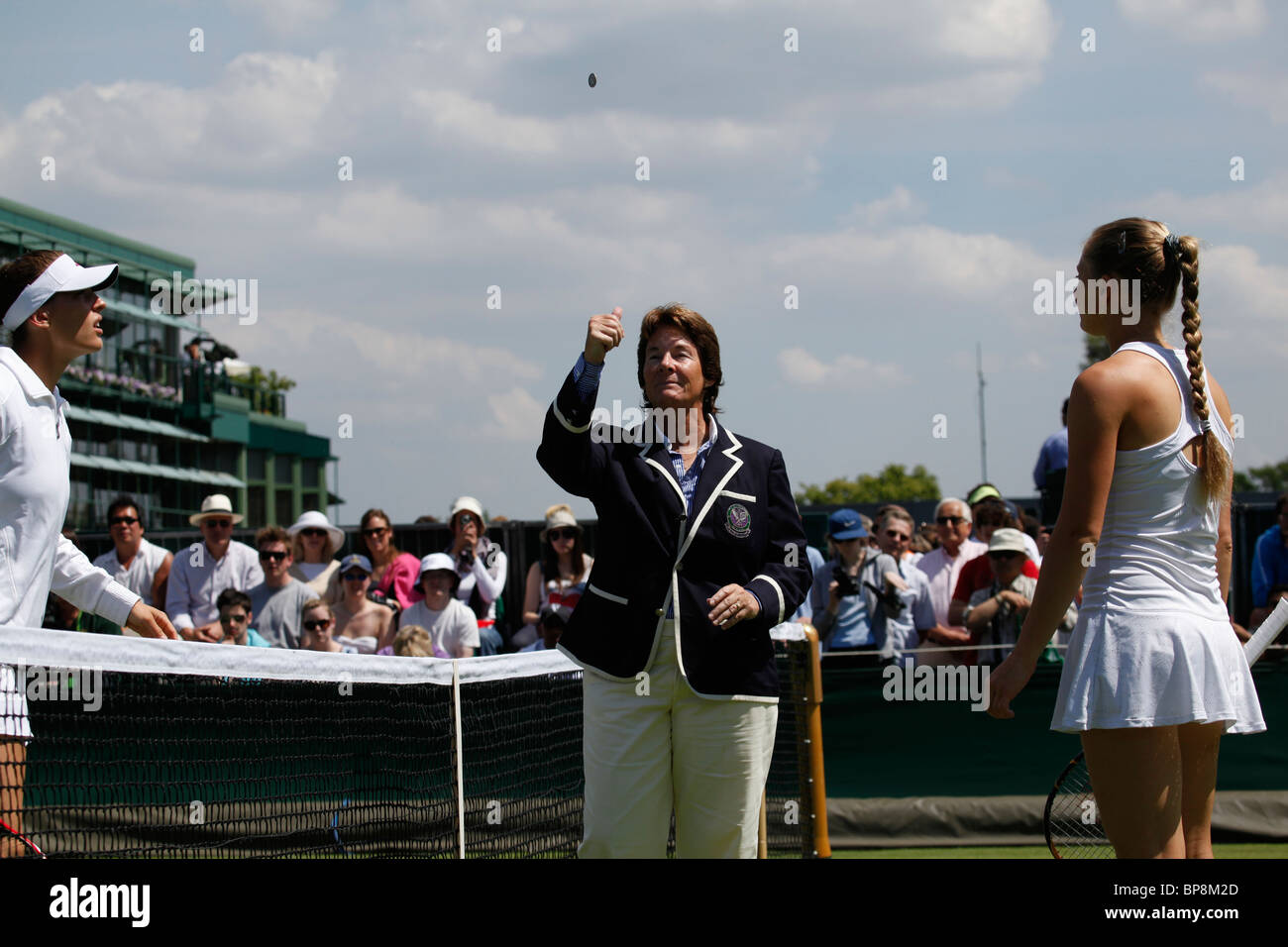 WTA Chair umpire Lynn Welch tosses the coin at the Wimbledon 2010, Championships - Stock Image
