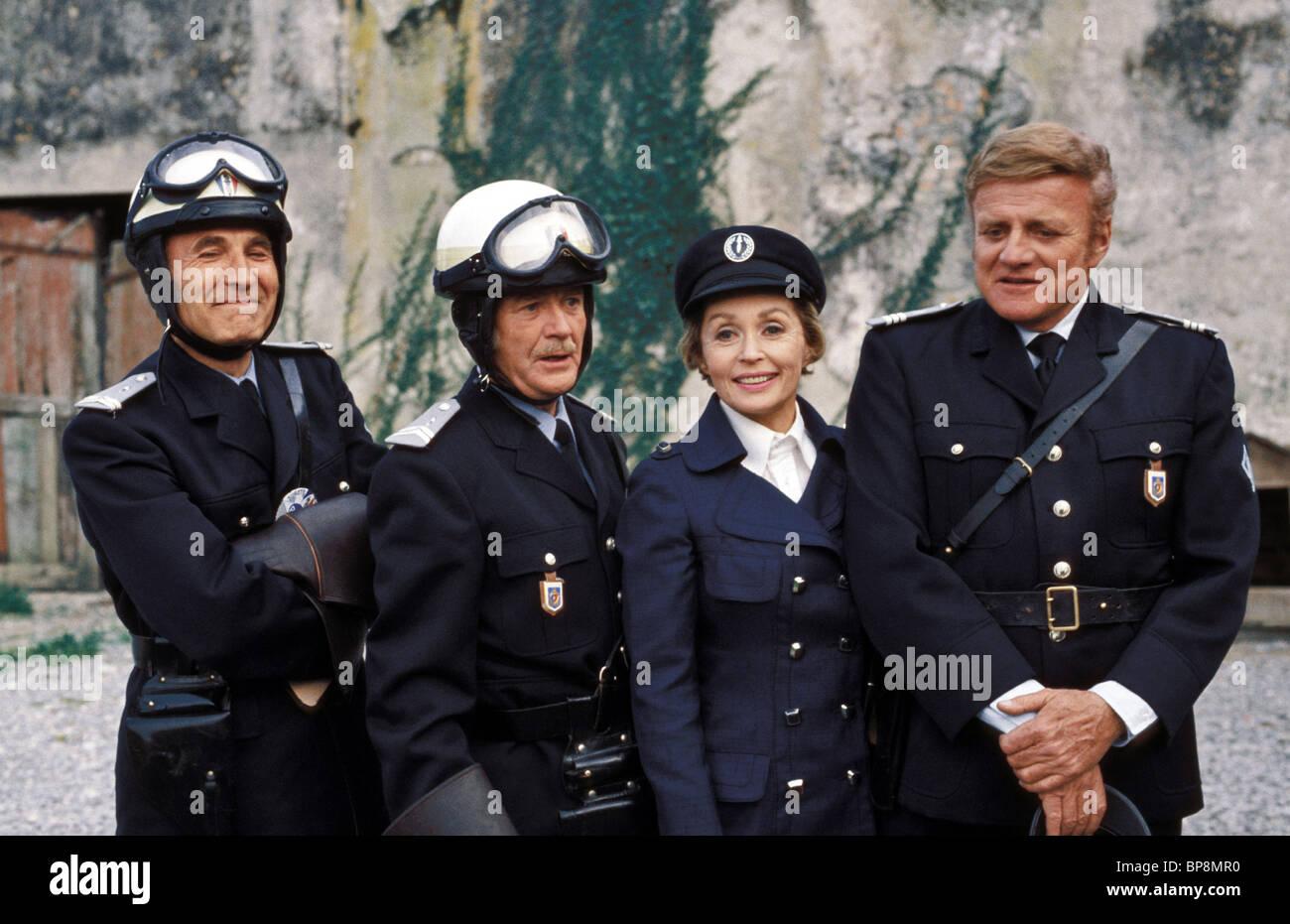 BARY MORSE, JOHN MILLS, LILLI PALMER, BRIAN KEITH, THE ZOO GANG, 1975 - Stock Image