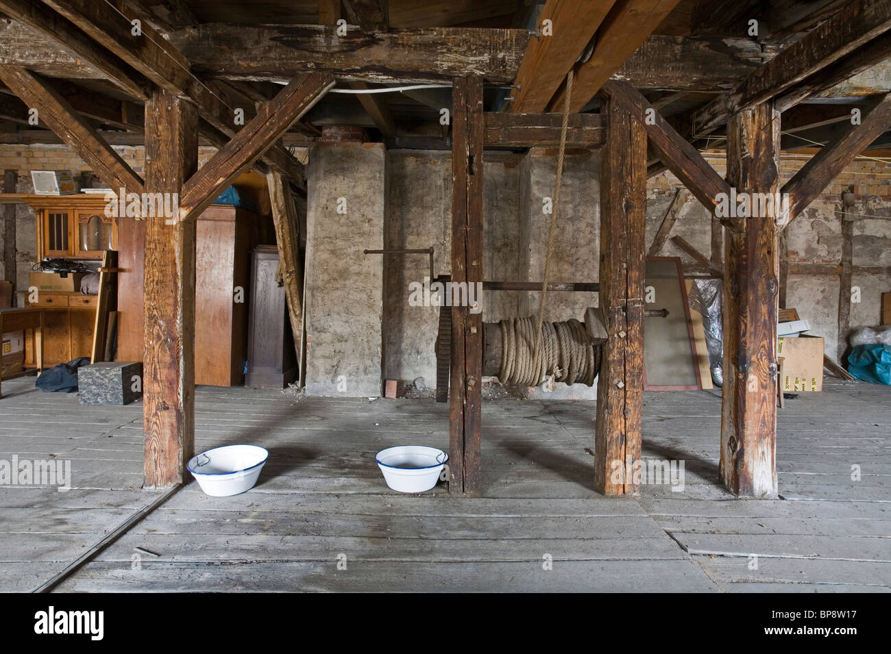 roof attic with rope winch in old house in Berlin - Stock Image