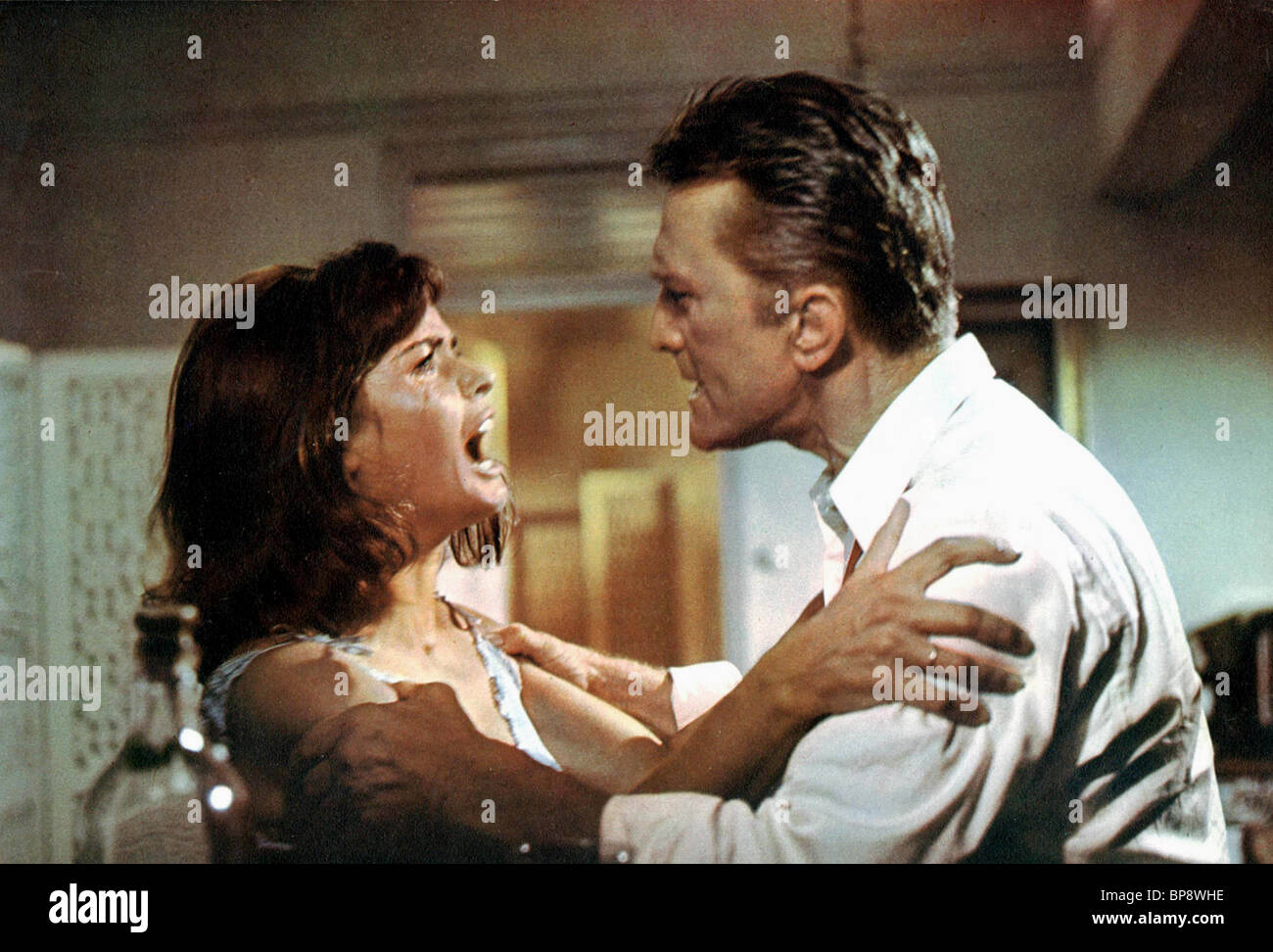 SENTA BERGER & KIRK DOUGLAS CAST A GIANT SHADOW (1966) - Stock Image