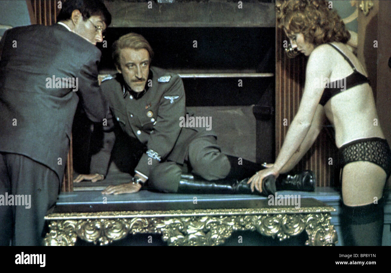 SCENE WITH PETER SELLERS SOFT BEDS HARD BATTLES (1974) - Stock Image