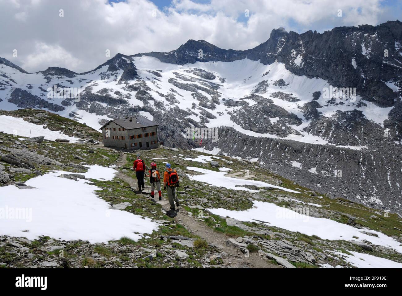 Three mountaineers near hut Hochfeilerhuette, Hochfeiler, Zillertal Alps, South Tyrol, Alto Adige, Italy Stock Photo