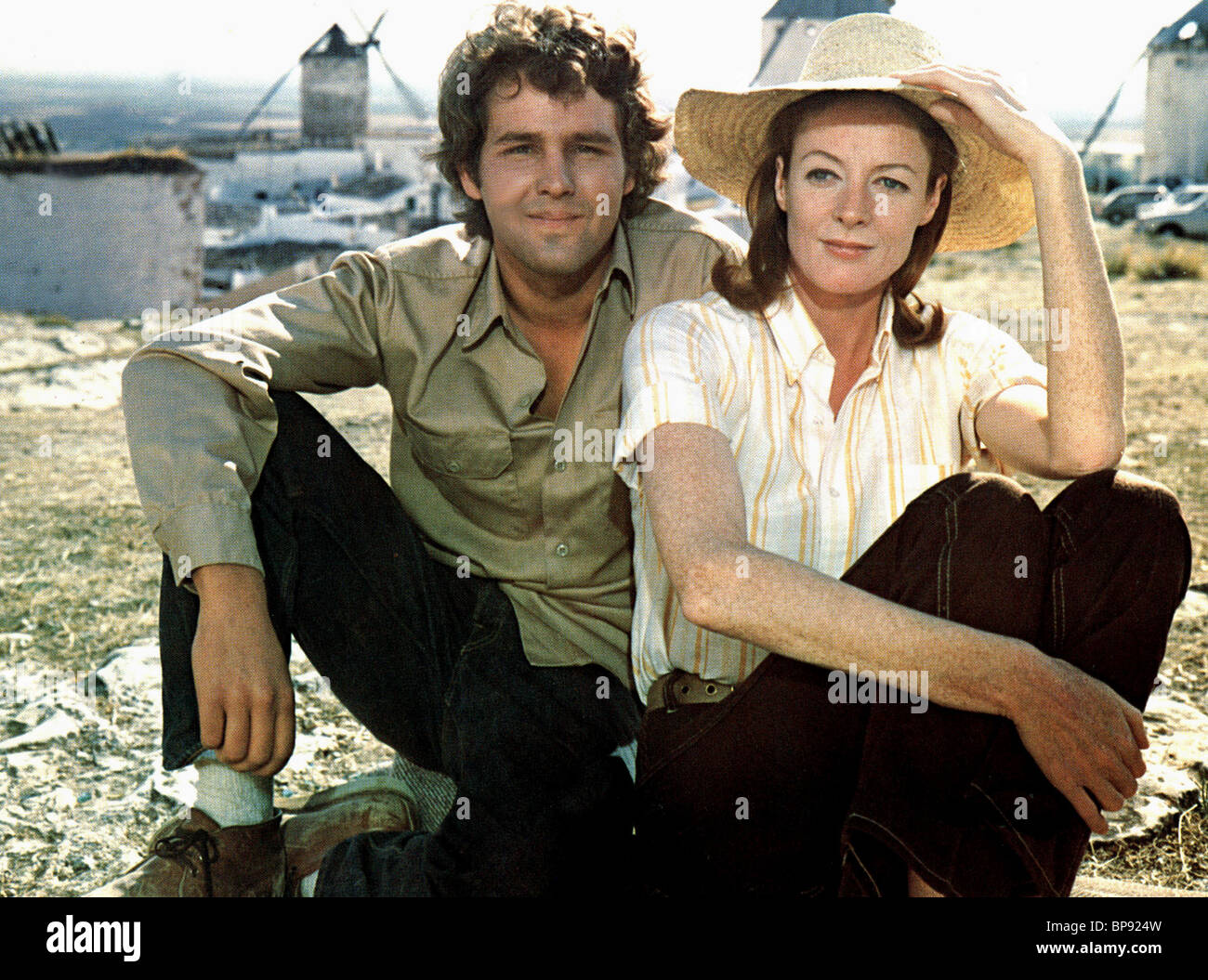 TIMOTHY BOTTOMS & MAGGIE SMITH LOVE AND PAIN AND THE WHOLE DAMN THING (1973) - Stock Image