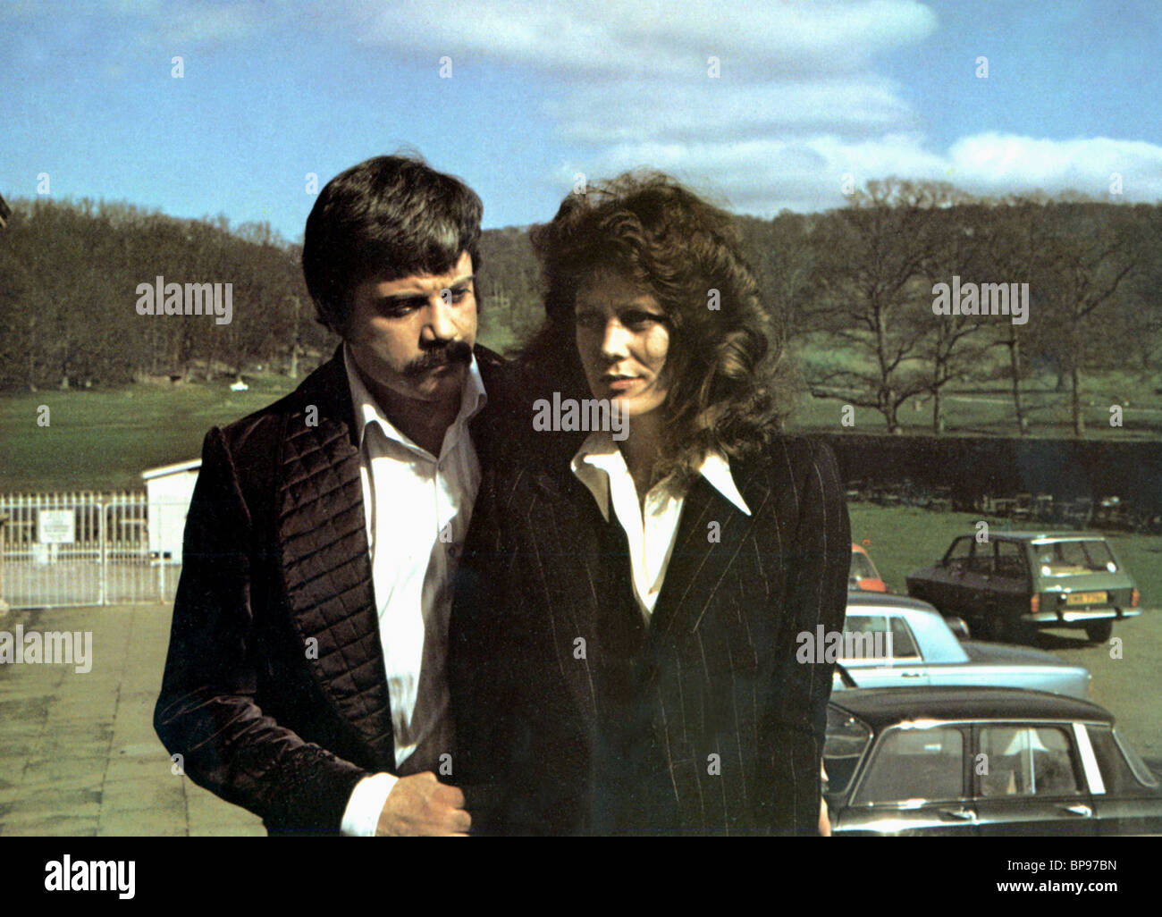 OLIVER REED & FIONA LEWIS BLUE BLOOD (1973) - Stock Image