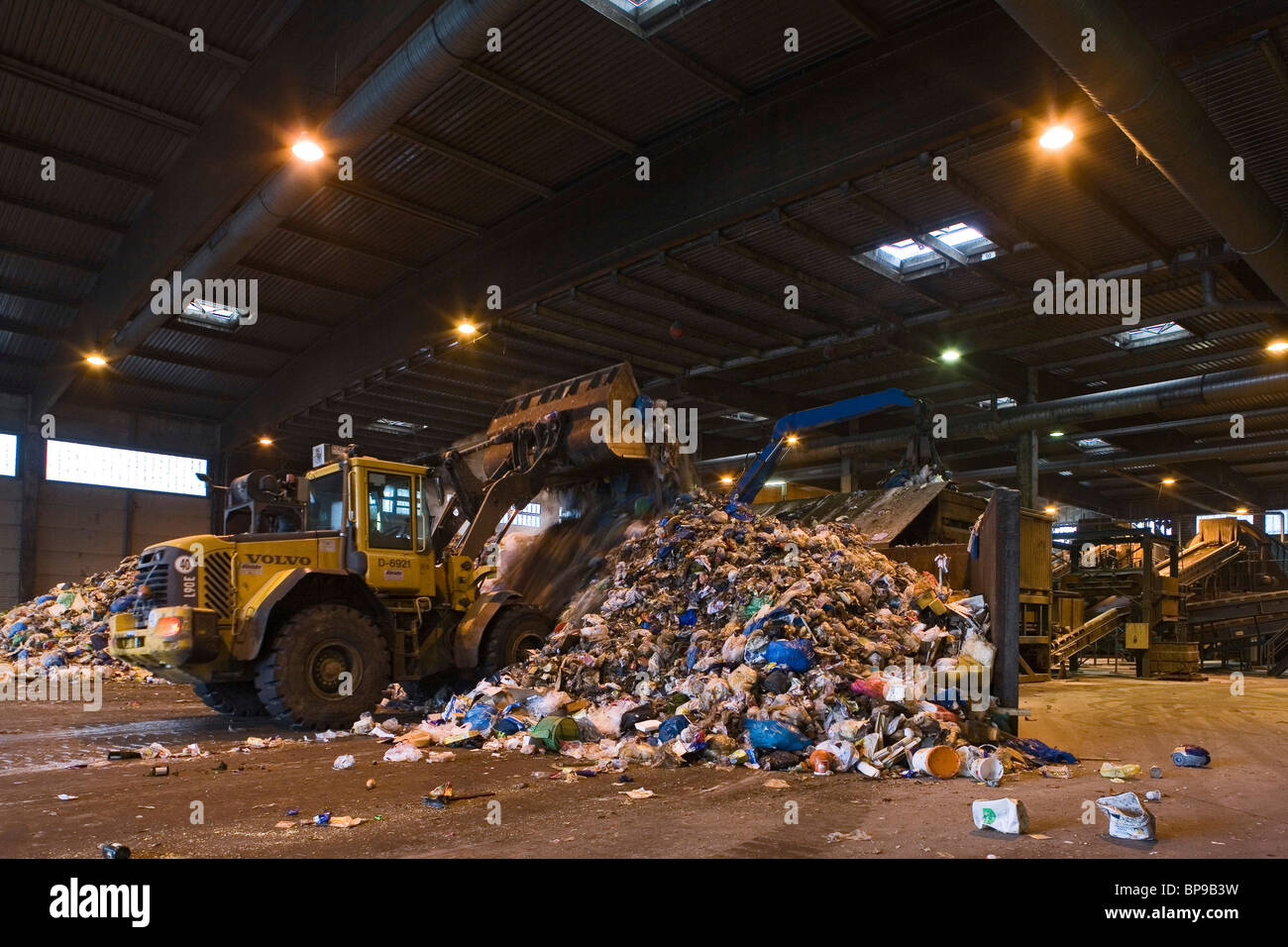 sorting at the waste disposal centre in Lahe Hanover, Lower Saxony, Germany - Stock Image