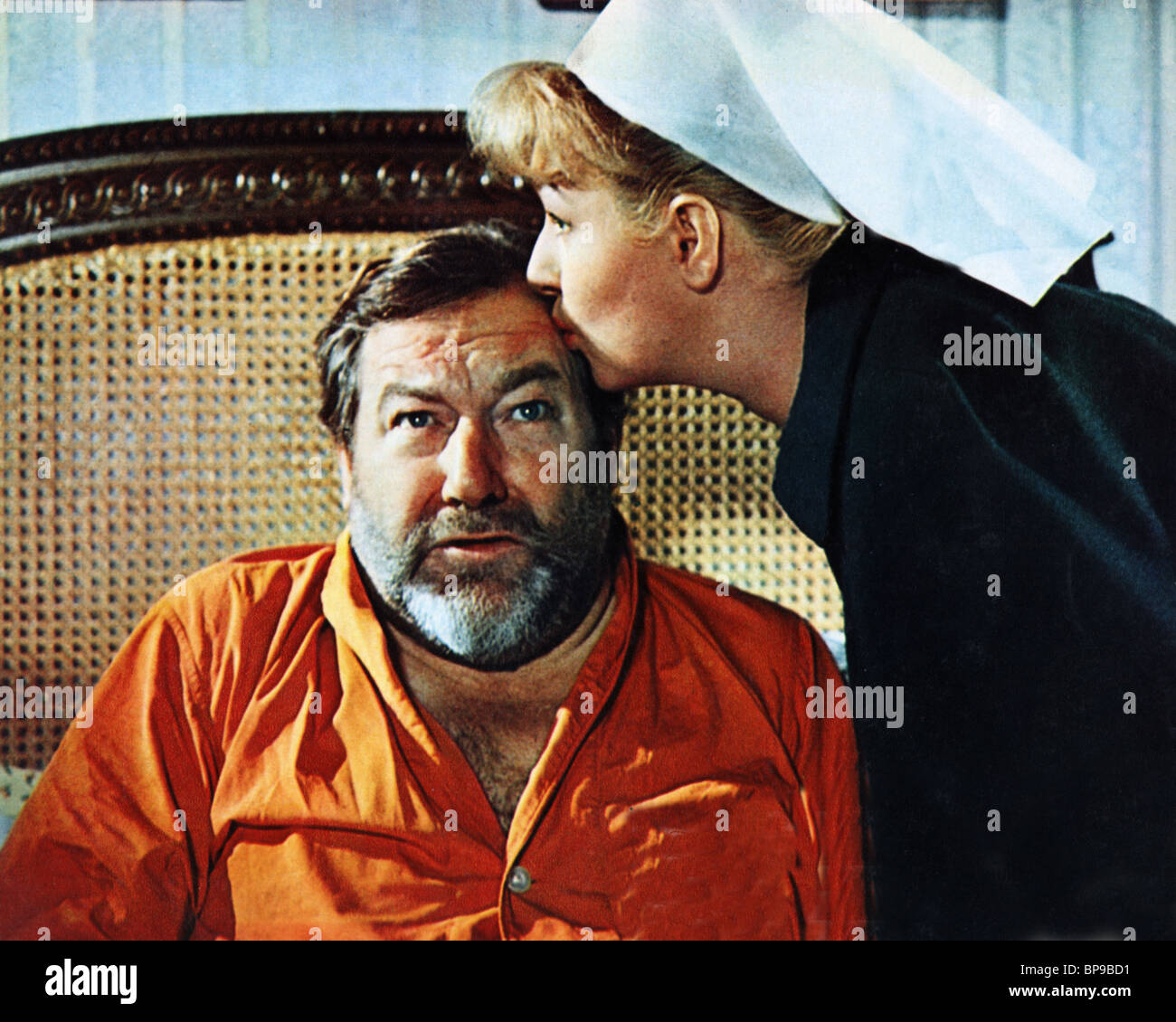 JAMES ROBERTSON JUSTICE, JOAN SIMS, DOCTOR IN CLOVER, 1966 - Stock Image