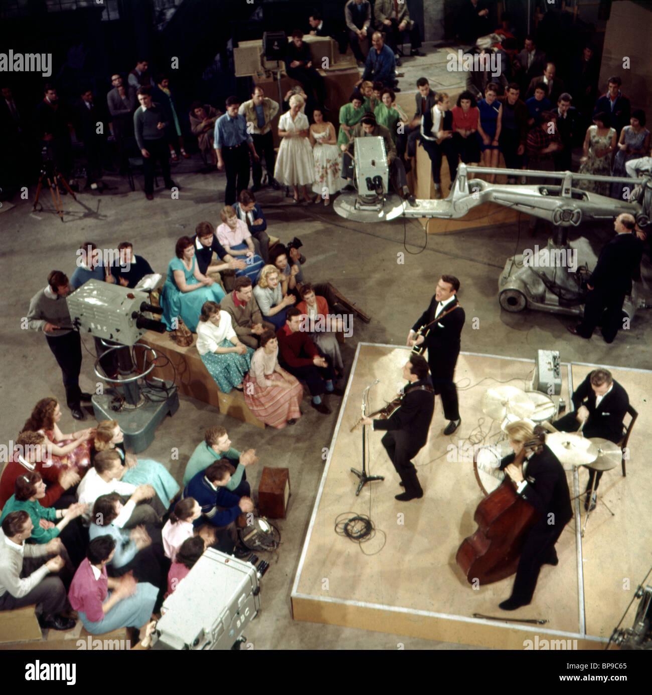 LONNIE DONEGAN THE LONDON PALLADIUM SHOW (1966) - Stock Image