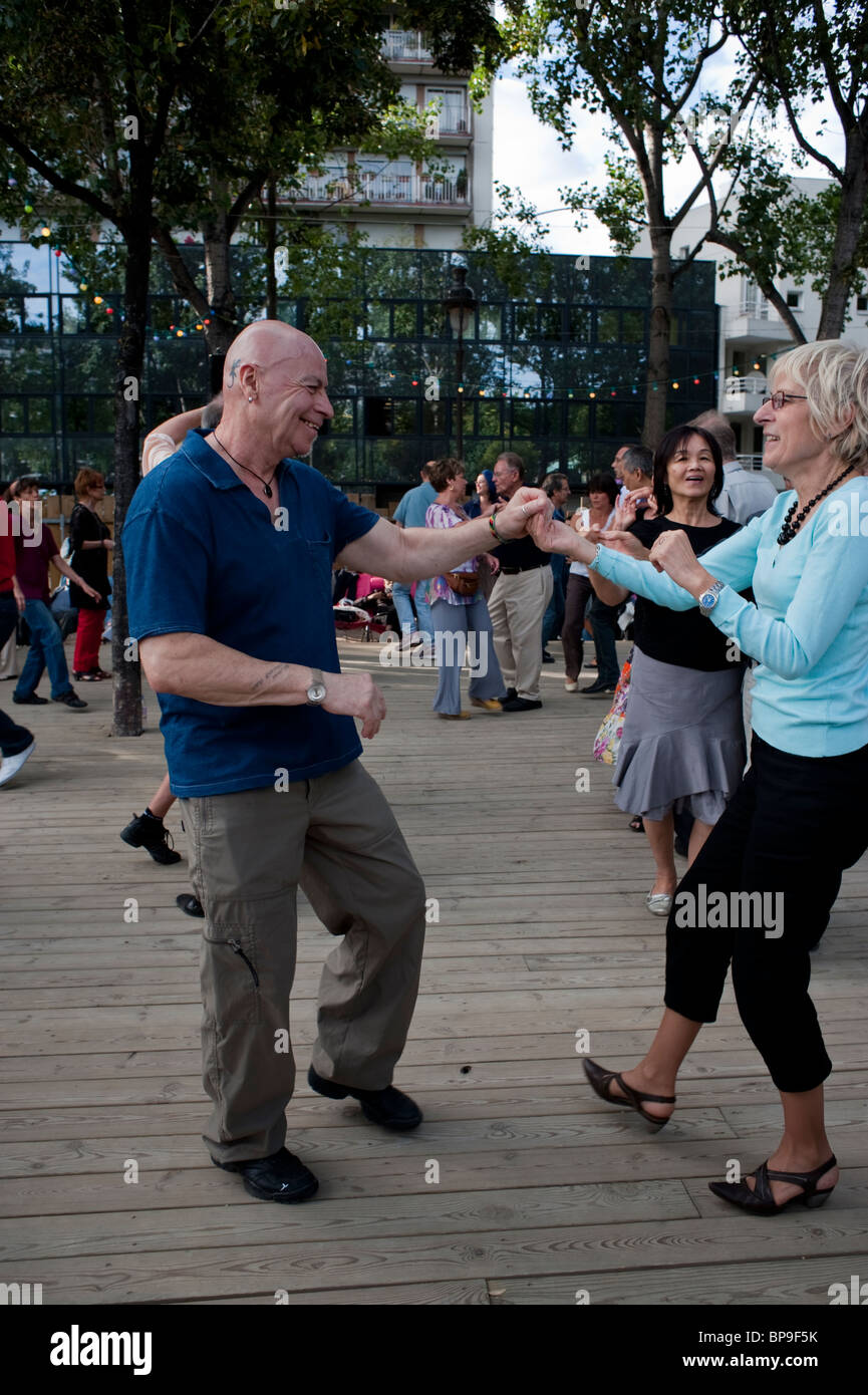 Paris, France, French People, Adult Couples, 'Rock n Roll' Style Dancing at Paris Plages, Summer Event River - Stock Image