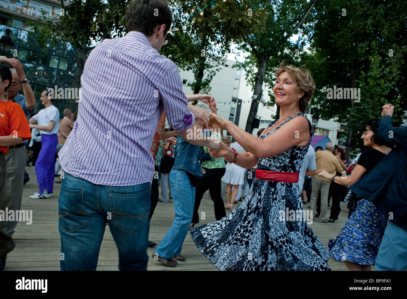 Paris, France, Adult Couples, Rock n Roll Style Street Swing Dancing at Paris Plages, River Seine adult extracurricular - Stock Image