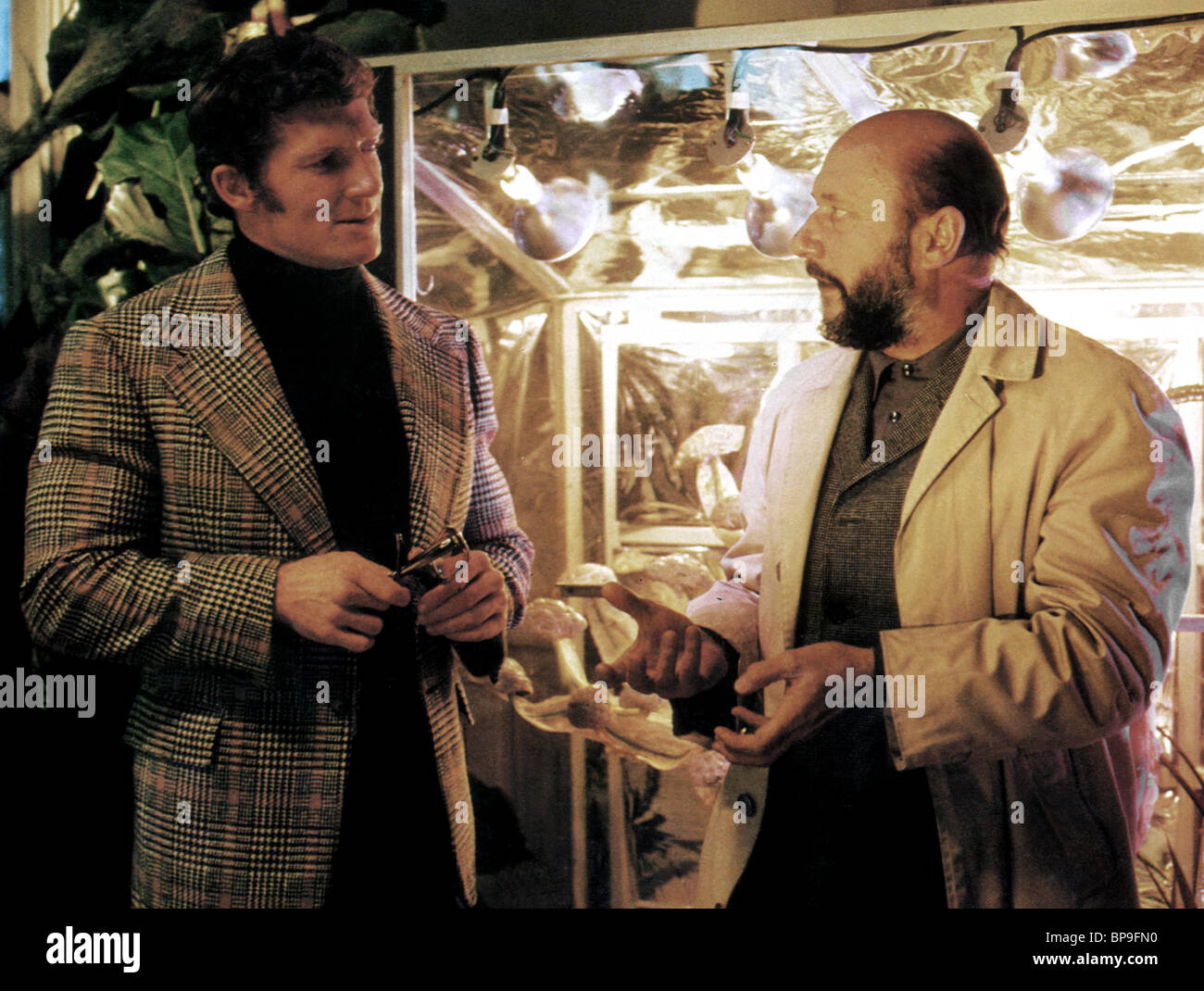 BRAD HARRIS & DONALD PLEASENCE THE MUTATIONS (1974) Stock Photo