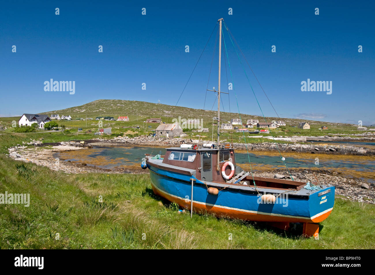 Fishing Boat ashore above the high water mark at Brough Isle of Berneray, Outer Hebrides. Western Isles. Scotland. - Stock Image