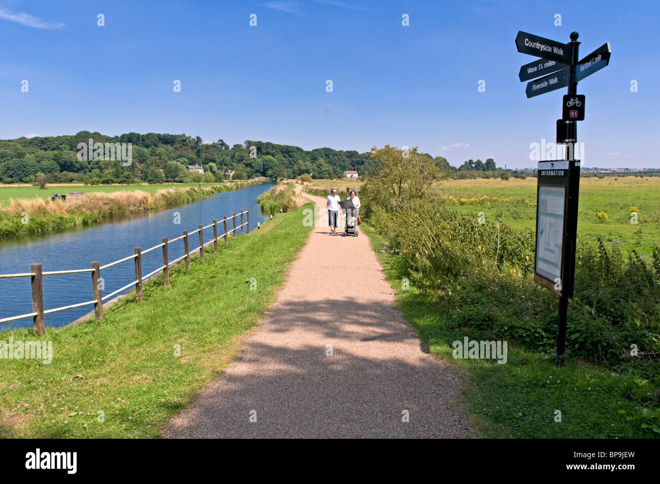 River Lea Navigation Canal and Towpath, Hertfordshire, United Kingdom - Stock Image