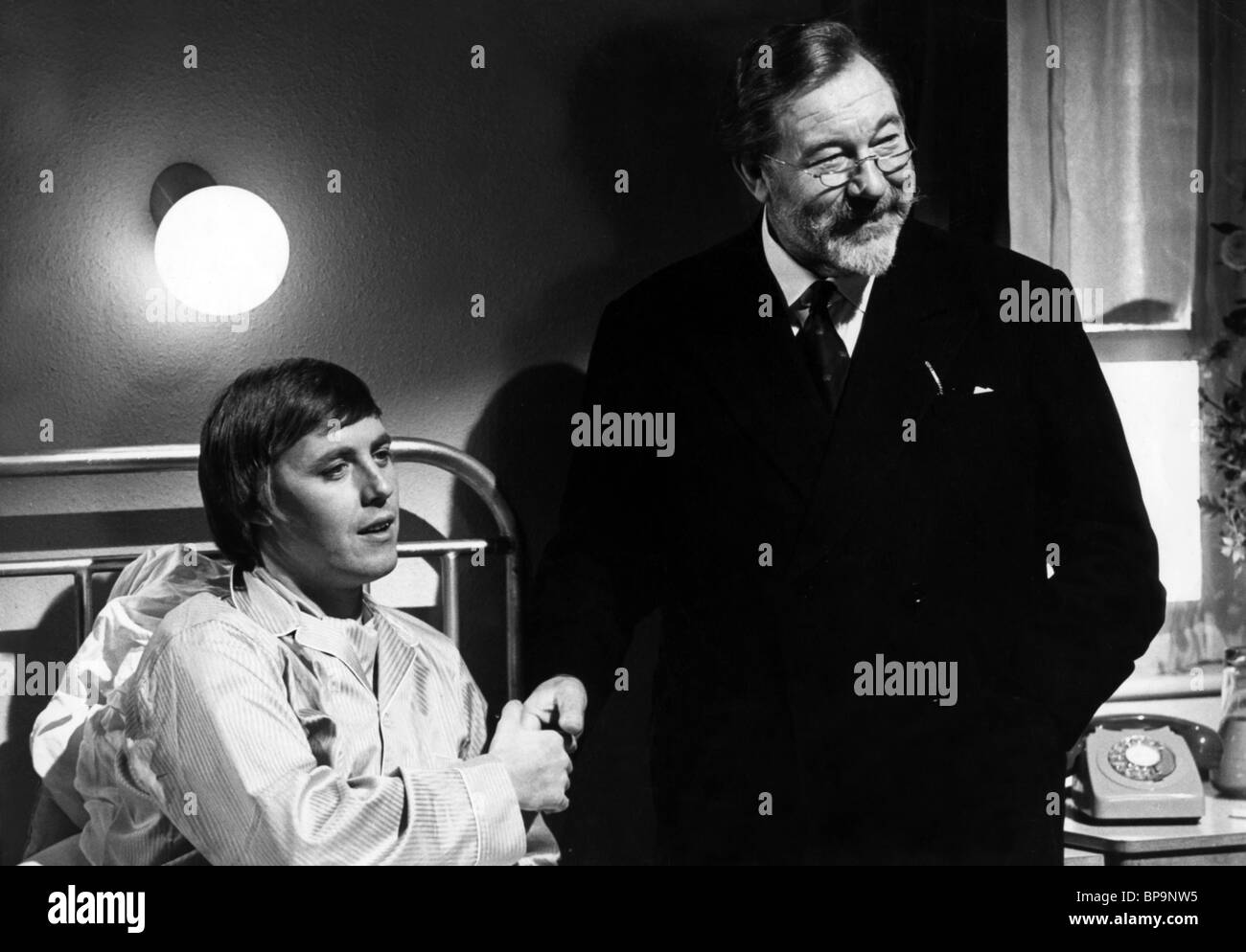 SIMON DEE, JAMES ROBERTSON JUSTICE, DOCTOR IN TROUBLE, 1970 - Stock Image