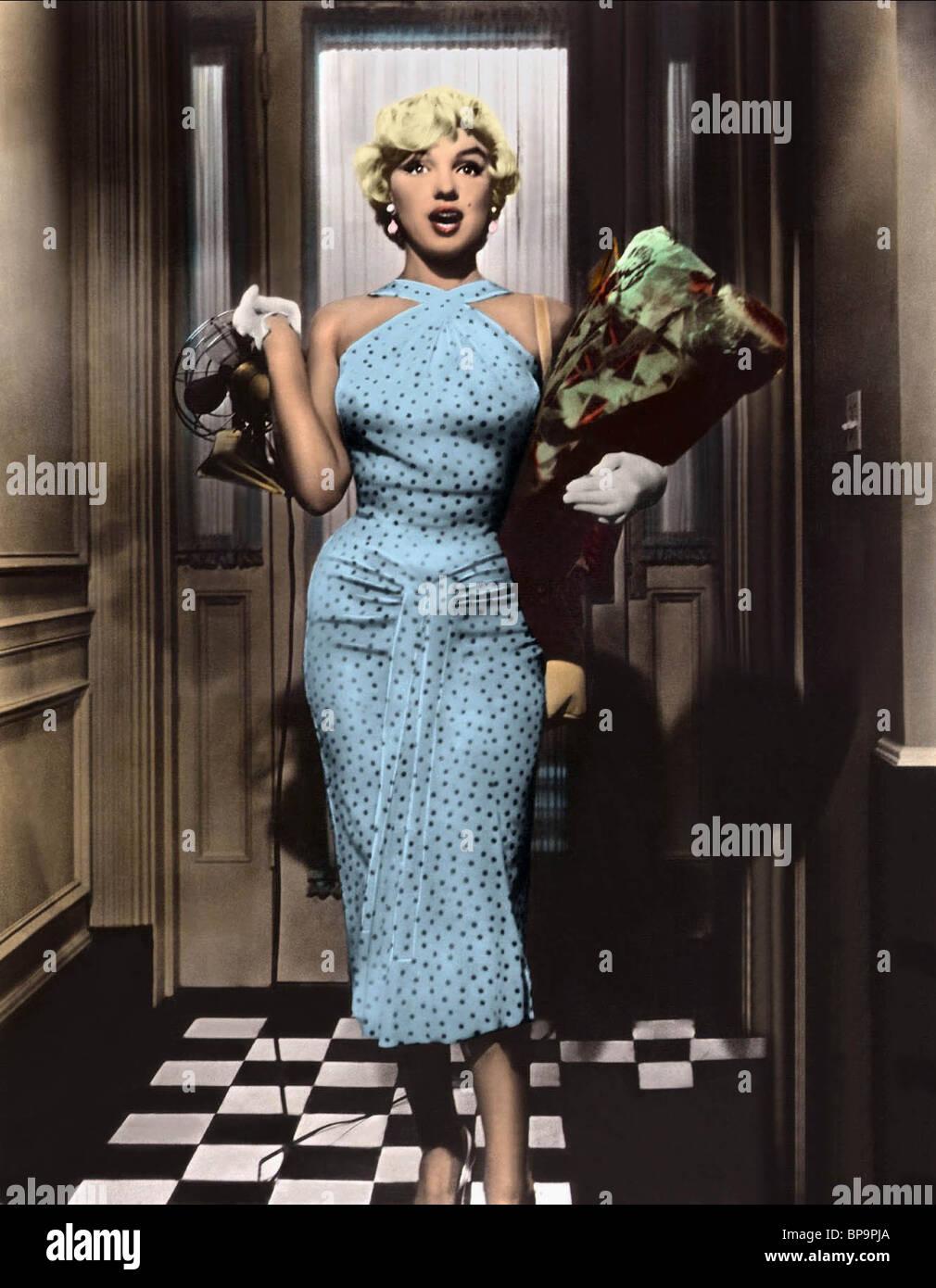 Marilyn Monroe Dress Stock Photos & Marilyn Monroe Dress Stock ...
